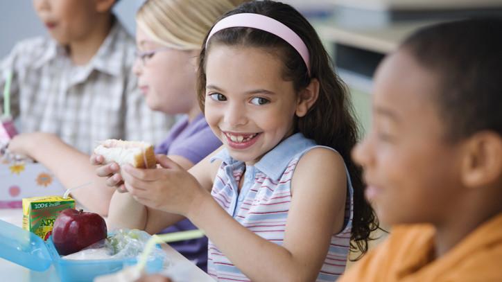Megreformálnák a közétkeztetést: egészséges ételek kerülnének a tányérra