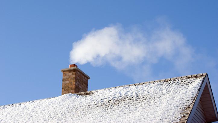 Itt a fűtési szezon, ezt mindenkinek tudnia kell: ilyen gyakran kell tisztítani a kéményt