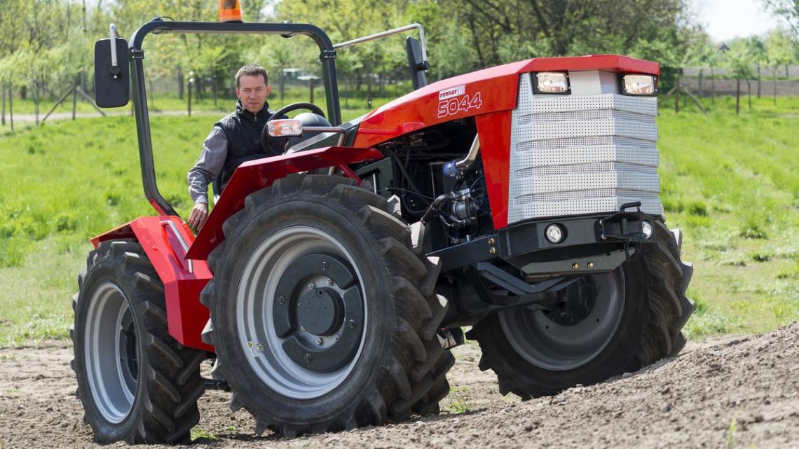 Ifjú titán a nemzetközi óriások között: újra van magyar traktor a piacon