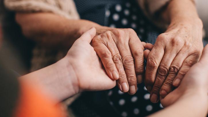 Egyre népszerűbb az idősek körében: nő az igény a házi segítségnyújtás
