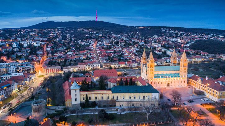 Töltsd aktívan az ünnepeket: több mint száz programmal készülnek Pécsen