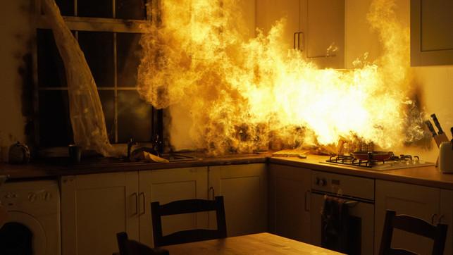 Csak óvatosan a gyertyákkal: télen megduplázódik a lakástüzek száma