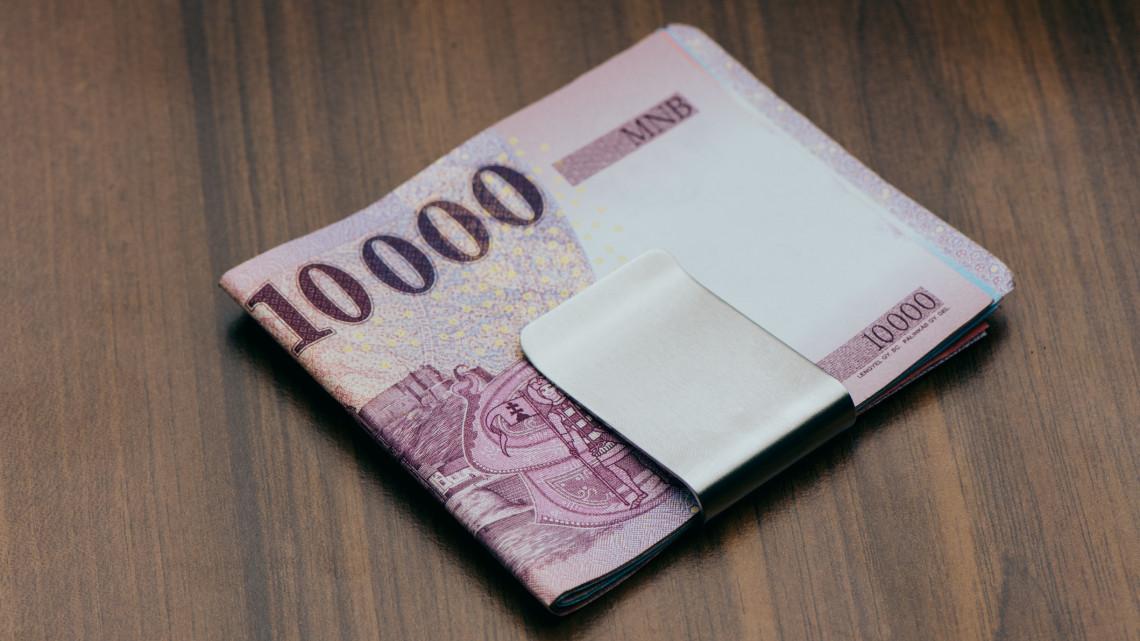 Megrohamozták a magyarok a bankokat: ezt keresi mindenki