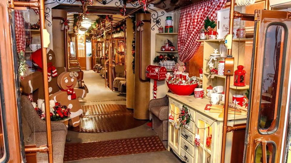 Ilyen lett az ország legszebb karácsonyi villamosa: fotókon a miskolci csoda