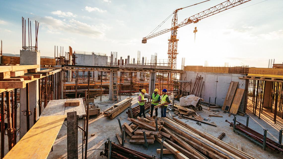 Maxon pörög az építőipar, de egyre súlyosabb a szakemberhiány: 30 ezer melós hiányzik