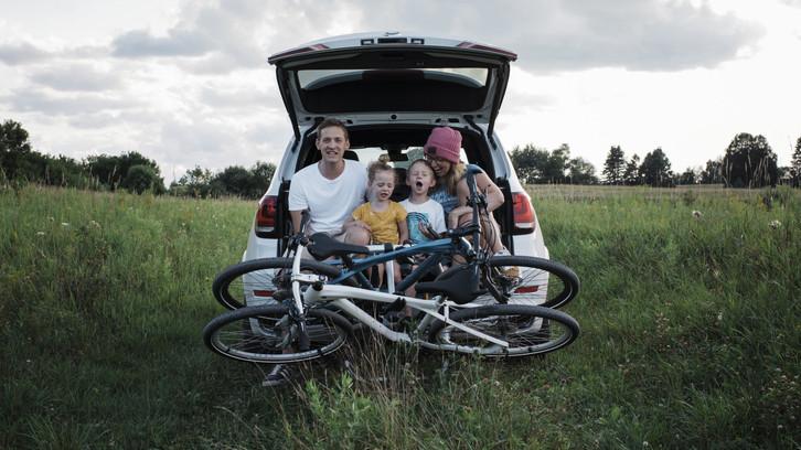 Fellendülőben a magyar autópiac: egyre több család használja ki a autóvásárlási kedvezményt