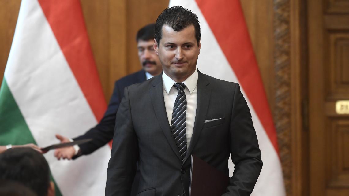 Most érkezett: Áder felmentette Kis Miklós Zsolt vidékfejlesztésért felelős államtitkárt