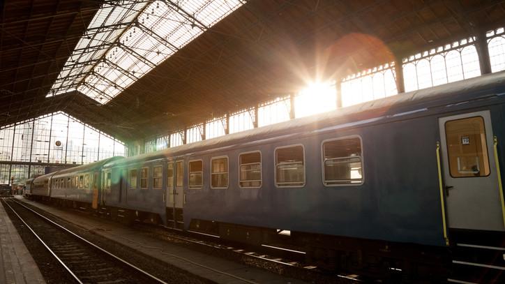 Bemutatkozott a MÁV új szerelvénye: fotókon felújított Talent motorvonat