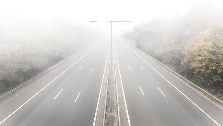 Nem tágít a sűrű köd: ezekben a megyékben érdemes vigyázni