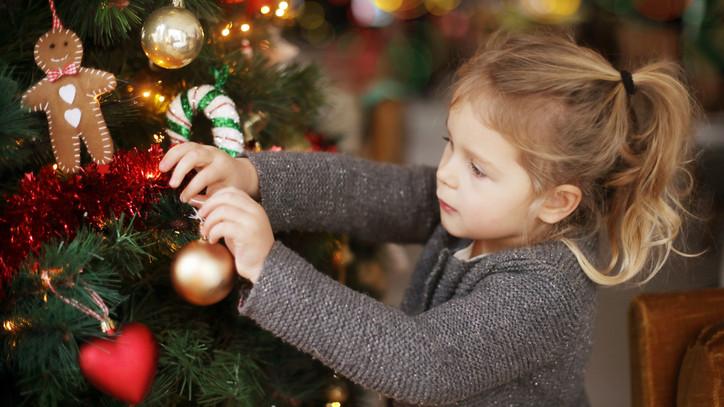 Műfenyőt vagy igazi karácsonyfát? Mutatjuk, melyik éri meg jobban