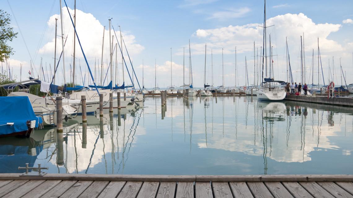 Pénzeső hullott a Balatonra: erre megy el közel 300 milliárd forint