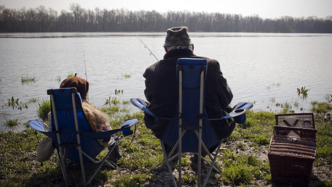 Nem lesz hiány magyar halból karácsonyra: megkezdődött a téli lehalászás