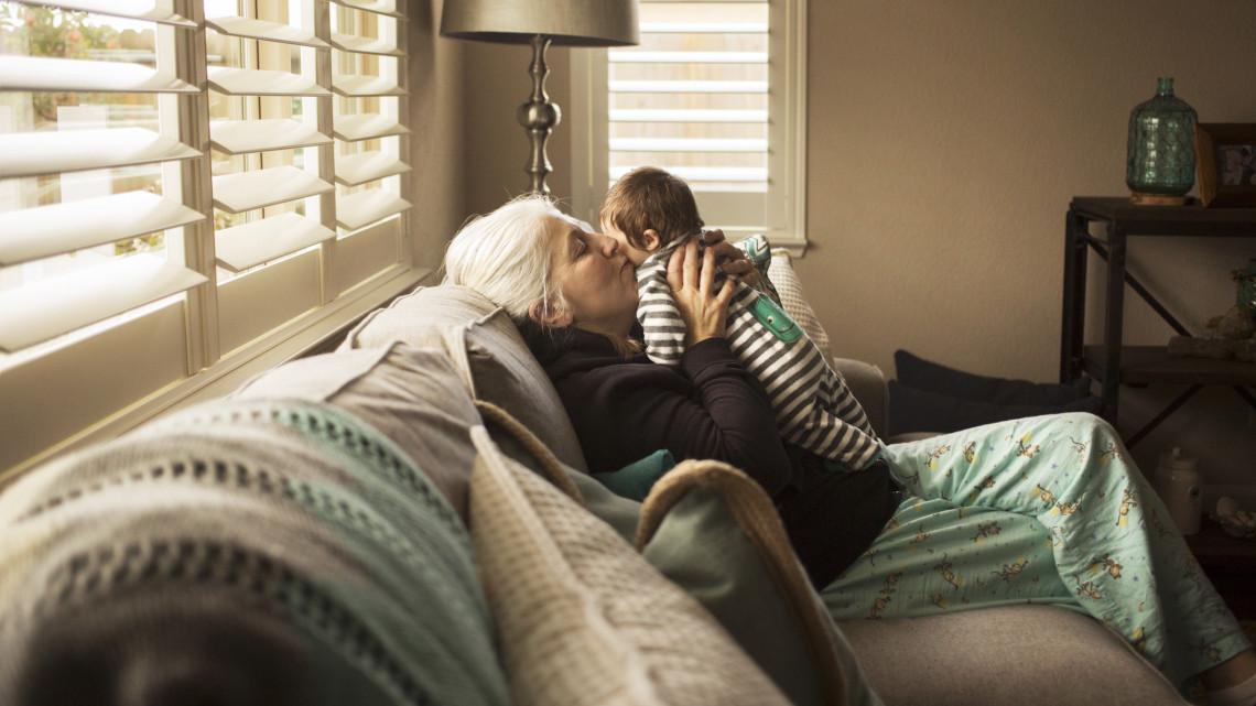 Megszavazták: akár 450 ezret is nyerhet a család a nagyszülői gyeddel