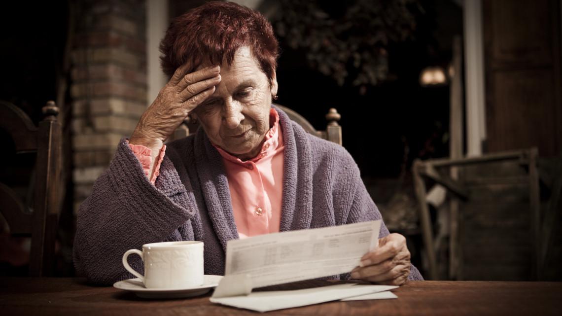Jó hírt kaptak a nyugdíjasok: több pénz marad a zsebükben