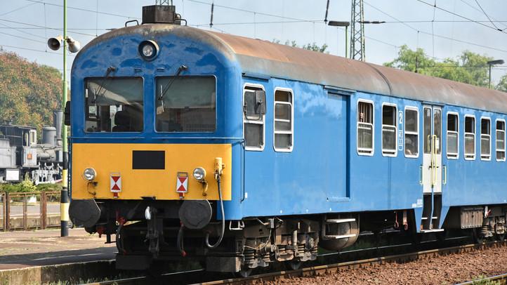 Megdöbbentő részletek: fiatal jegyespár halt meg a vidéki vonatbalesetben