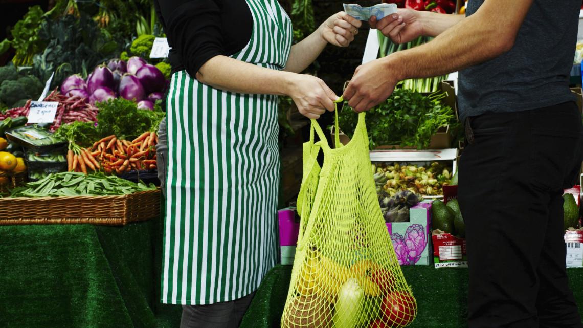 Drágult a gyümölcs és a sertés: megint feljebb mentek a mezőgazdasági felvásárlási árak