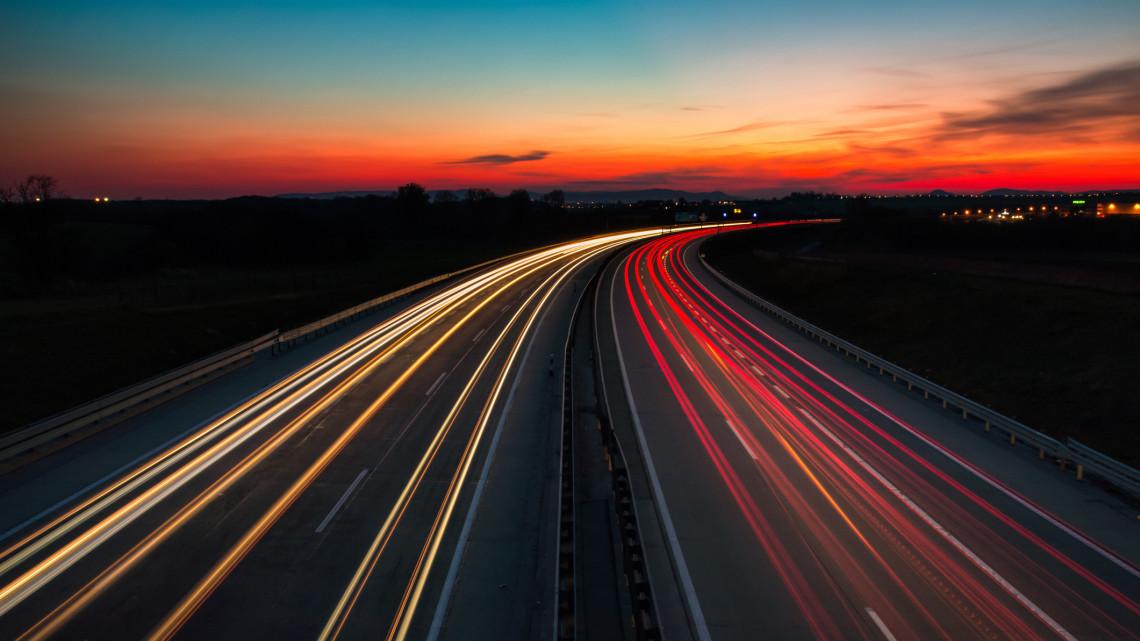 Örülhetnek az autósok: ezeket az utakat több mint 13 milliárdból újítják fel