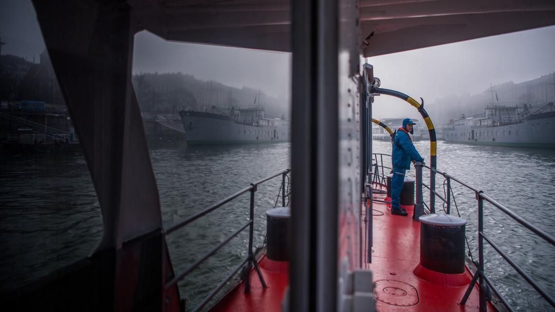 Most már jöhet bármi: felújították a jégtörőket, képeken az új flotta