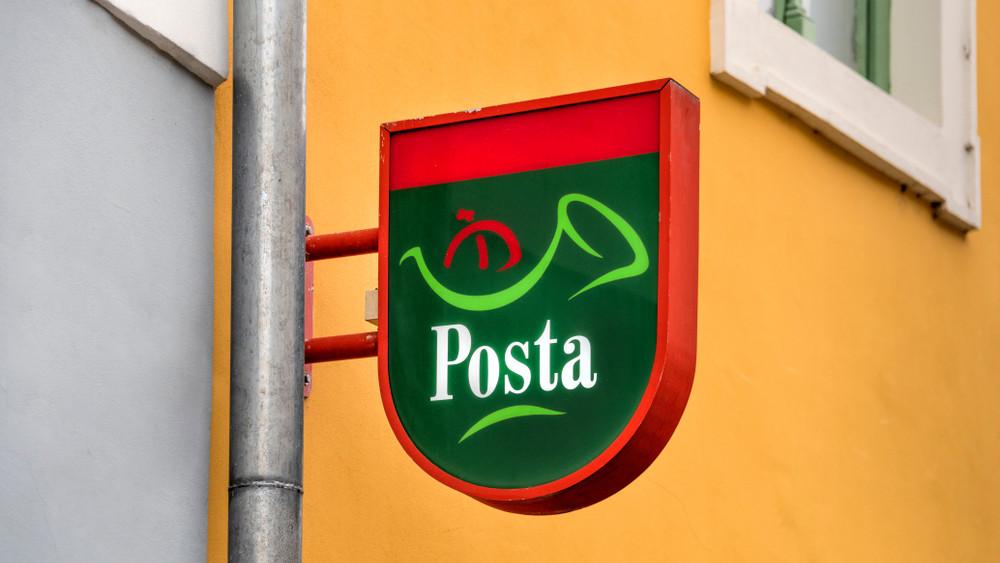 Meglépte a Posta: drágul a levélfeladás, mutatjuk az új tarifákat