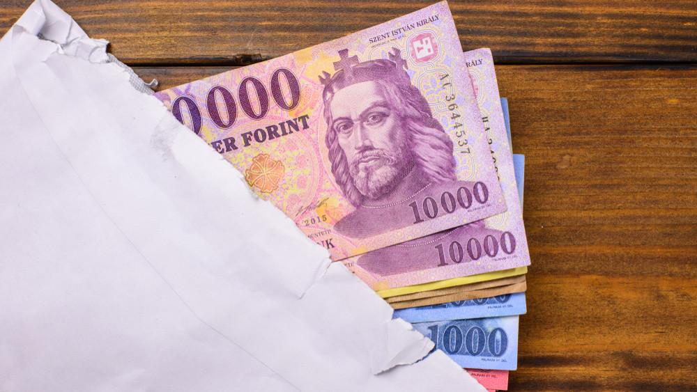 Hivatalos: ennyi lesz 2020-ban a minimálbér és a garantált bérminimum összege