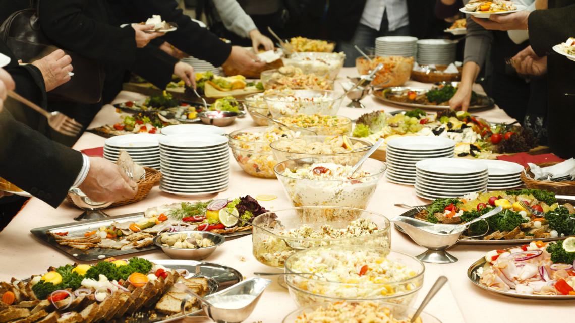Őrület, mennyi ételt dobnak a kukába a magyar családok