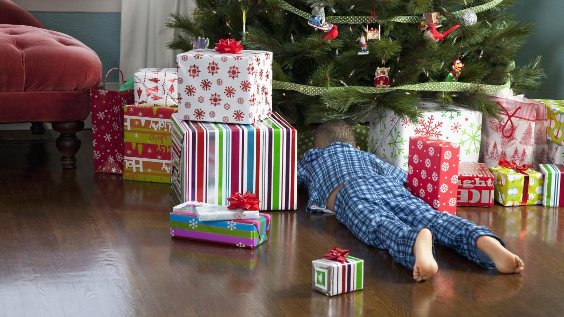 Nem árt tudni: káros lehet, ha túl sok ajándékot kapnak a gyerekek karácsonyra