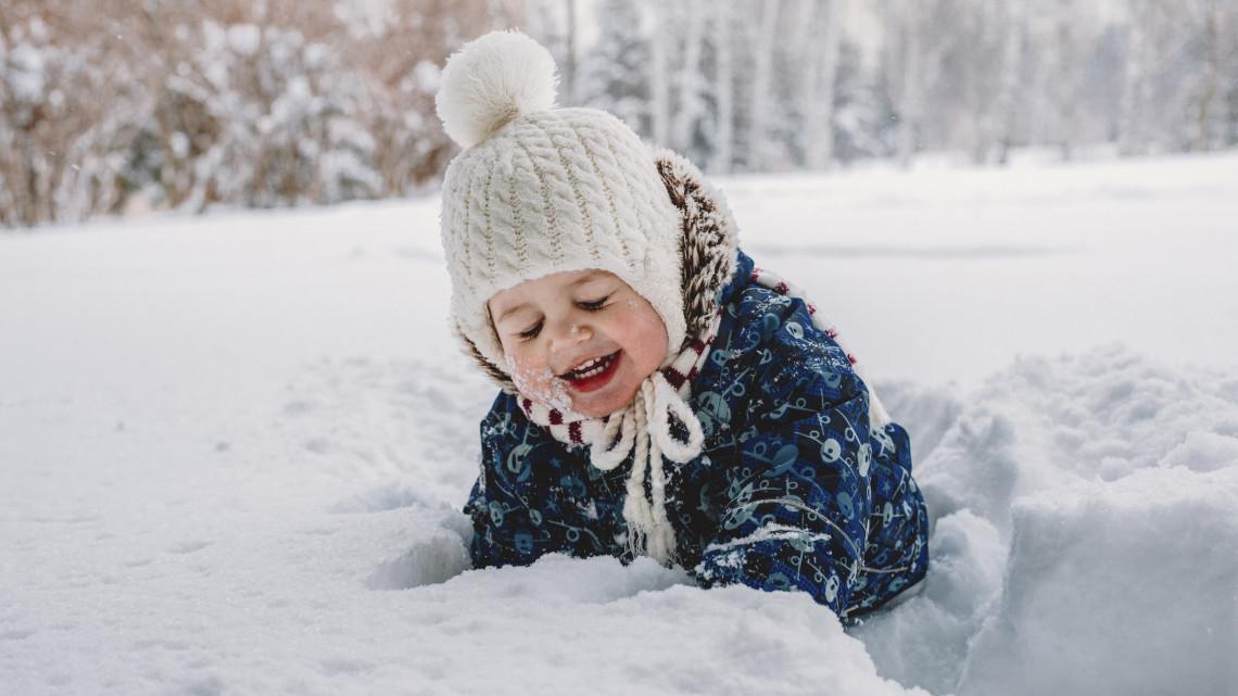 Mégis lesz fehér karácsony? Ezekben a megyékben szakadhat le a hó