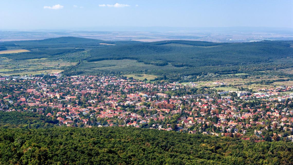 Megfordult a trend: nagyvárosok helyett kisebb településekre költöznek a magyarok