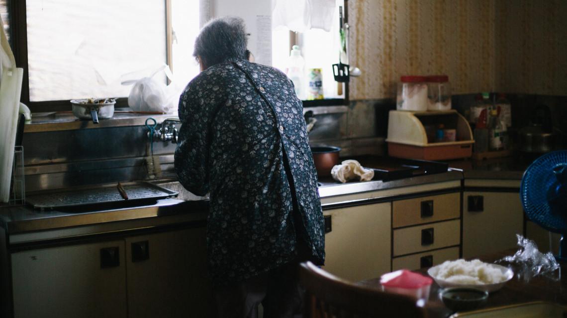 Szorult helyzetben a magyar nyugdíjasok: zsemlére, parizerre is alig van pénzük