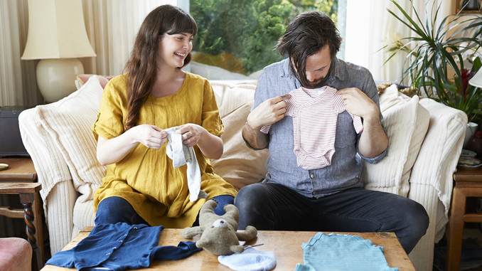 Jó hír a családoknak: ennyivel emelkedik a csecsemőgondozási díj összege