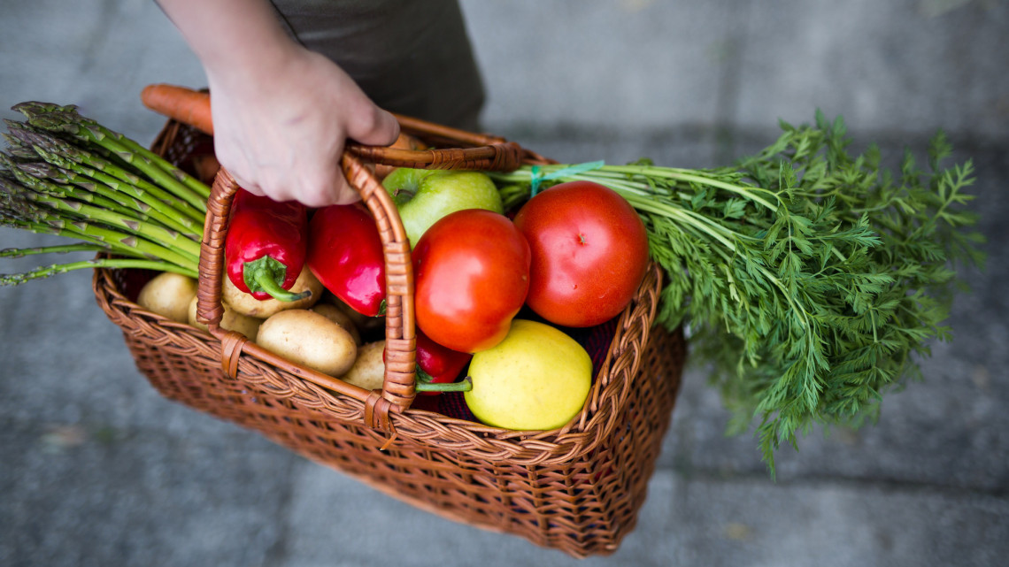 Brutál árkülönbség a magyar piacokon: ennyiért vehetsz most zöldséget, gyümölcsöt