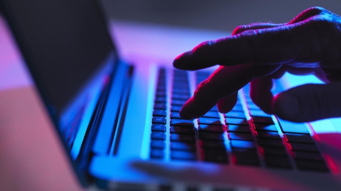 Internetes csalókra bukkantak: milliókat lopnak a gyanútlan felhasználóktól