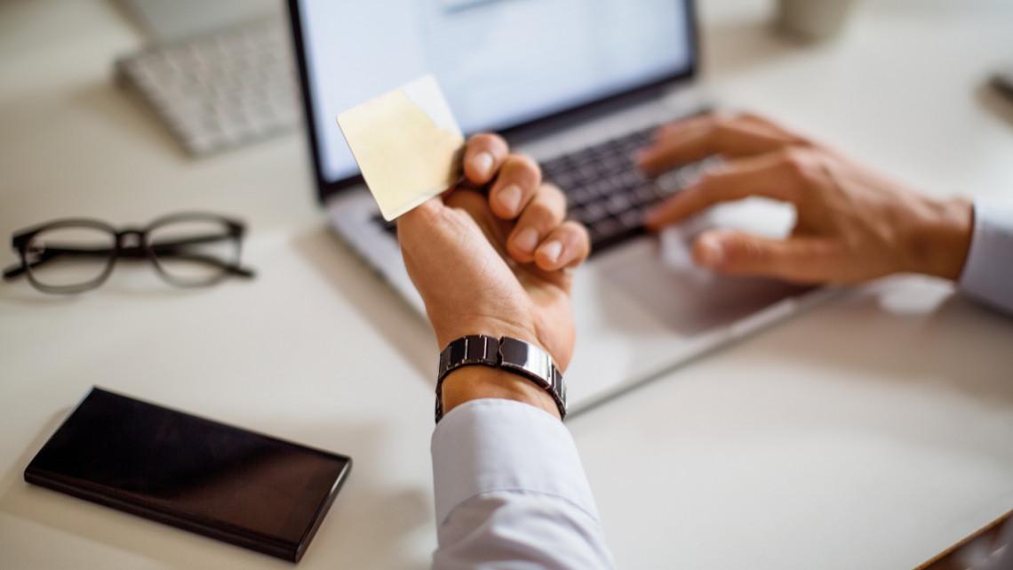 Brutális tempóban hódít a virtuális pénz: elavulttá válhat a hagyományos fizetési mód
