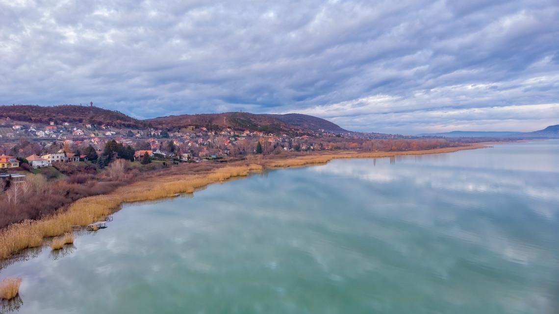 Klímavészhelyzet a Balatonnál: itt a stratégia a tó megmentésére
