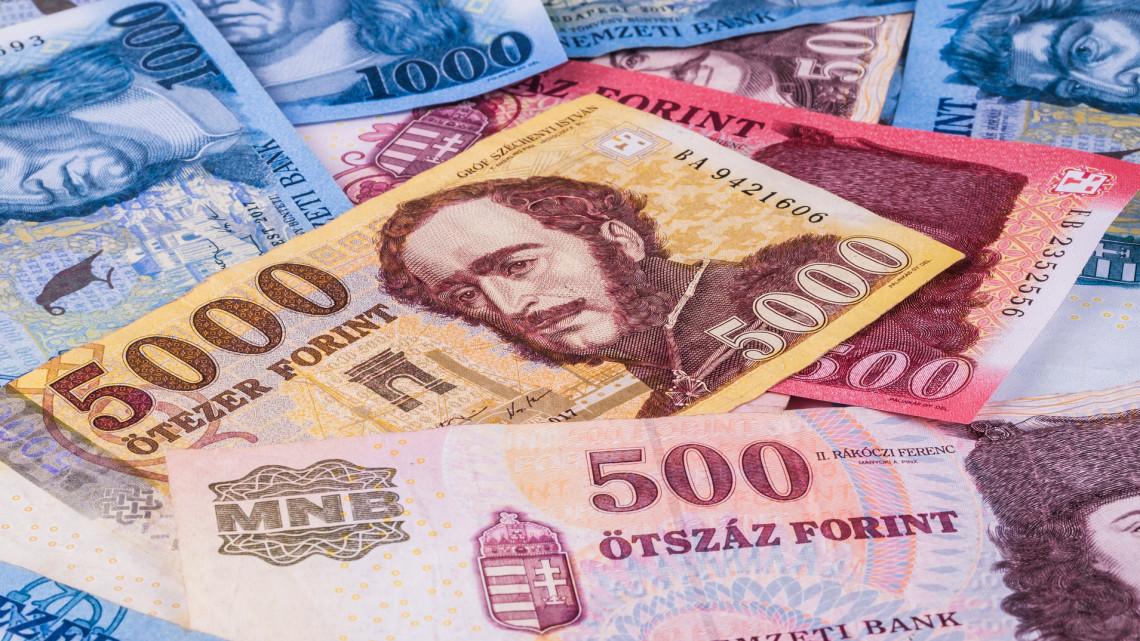 Őrületesen sok készpénzt tartanak a magyarok: ez lehet az oka