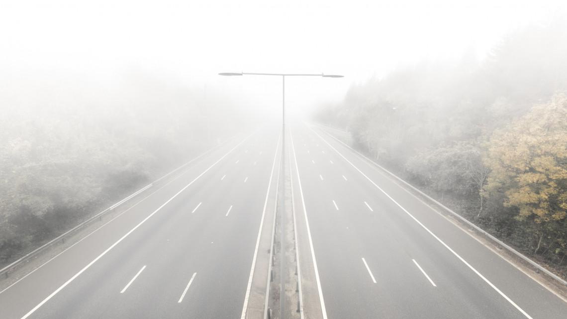 Az egész országot sűrű köd lepi: kiadták a sárga figyelmeztetést