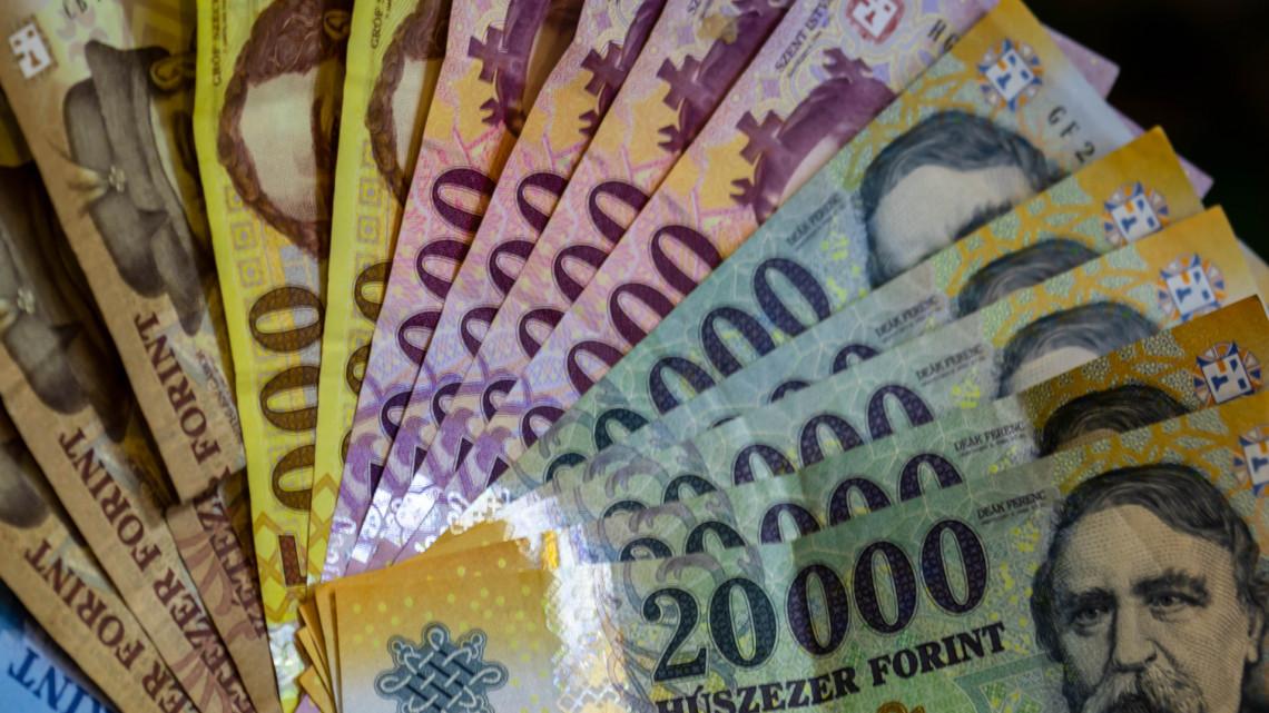 Kiderült: ennyi fizetésemelést kapnak hamarosan a kormányhivatalnokok
