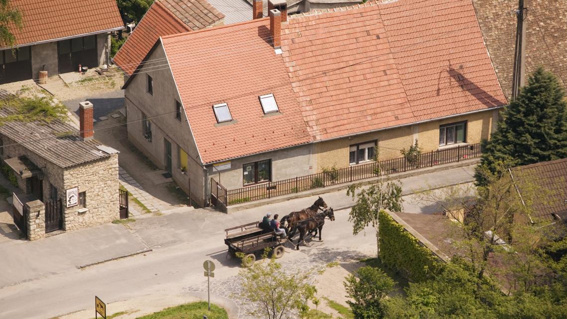 Itt a mesterterv: így számolnának le a munkaerőhiánnyal a Balatonnál