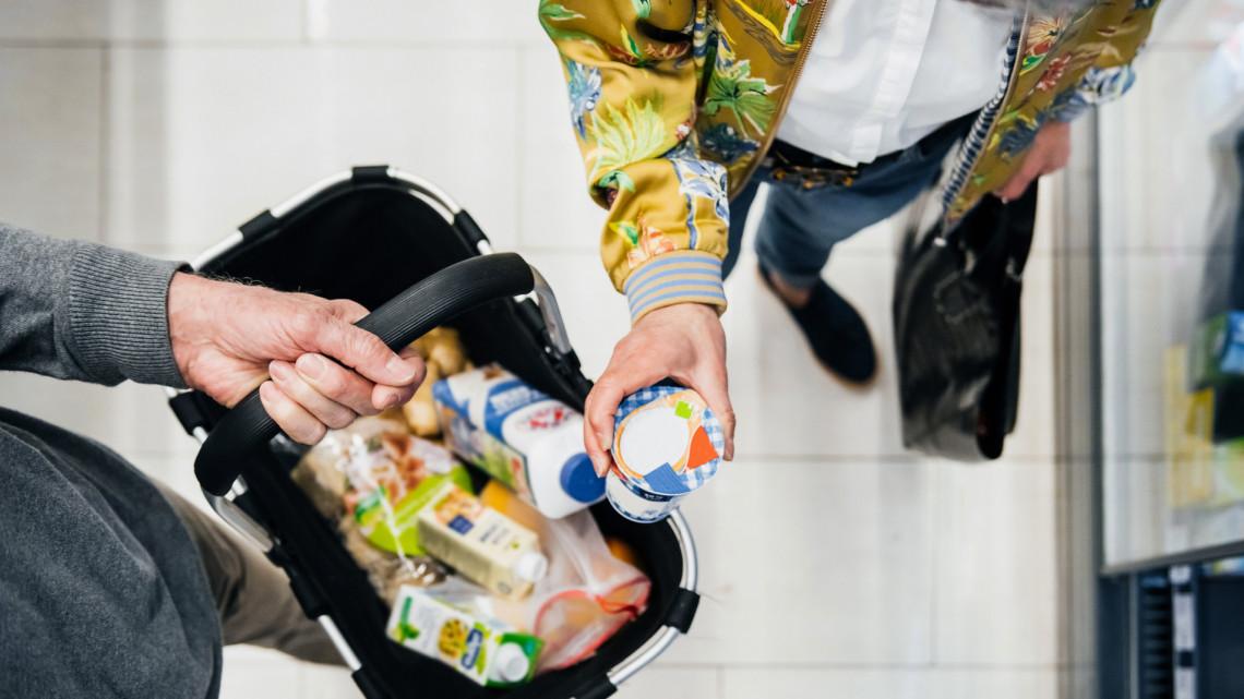 Hatalmas különbségek megyénként: így nőtt a magyarok bolti költekezése