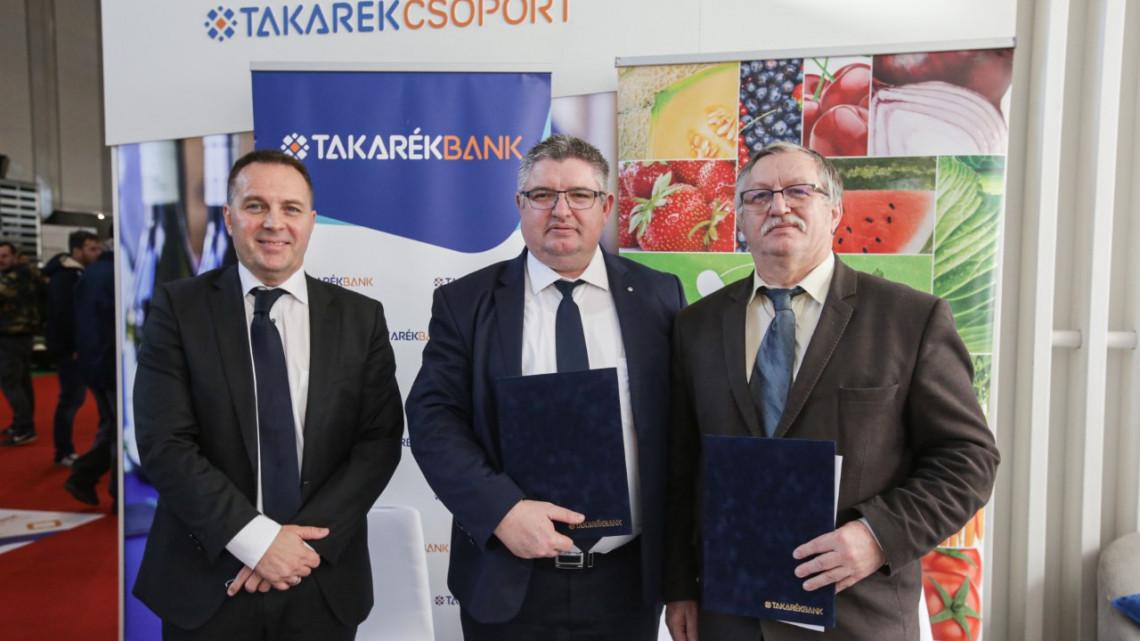 Segítő jobbot kaptak a magyar zöldség- és gyümölcstermesztők