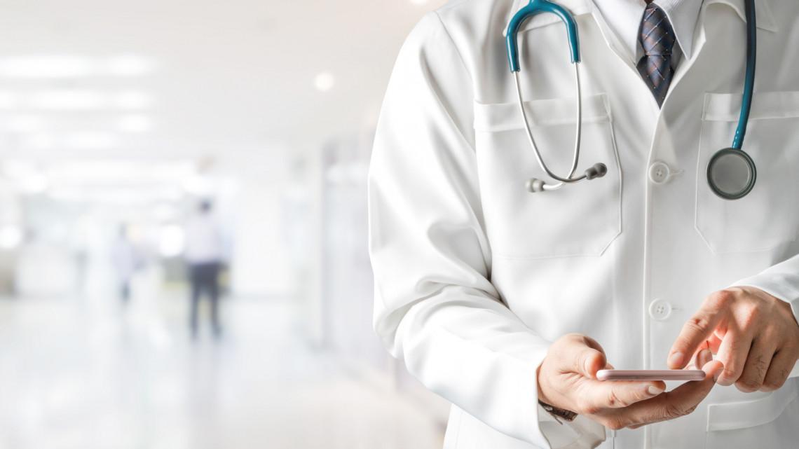 Változás az egészségügyi intézményekben: hétfőtől kórházparancsnokok segítik munkát