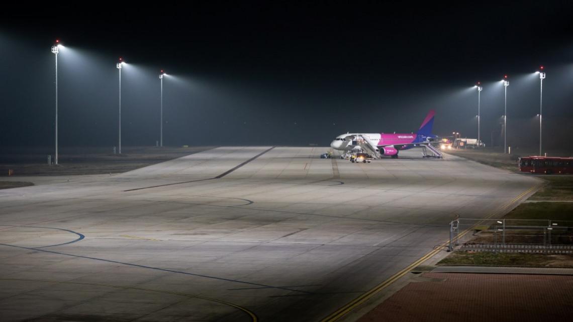 230 milliós beruházás: LED-es világítással újított be a debreceni reptér