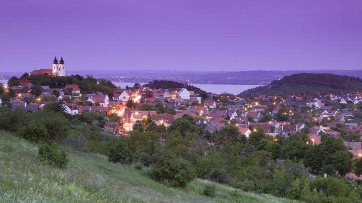 Felbolydulhat az ingatlaneladás a Balatonon: így szorítanák vissza a telekspekulációt