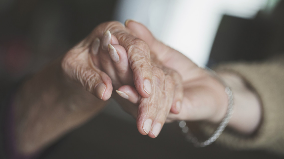 Alig ismert tápanyag lehet a gyógymód a demenciára: te rendszeresen fogyasztod?