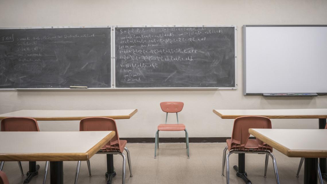 Szigor jön: bukhatják a családi pótlékot a tanárukkal erőszakoskodó diákok