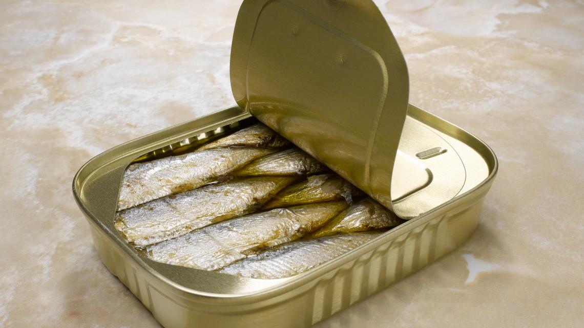 Kész, vége: hamarosan eltűnhet a boltokból a legnépszerűbb konzervhal