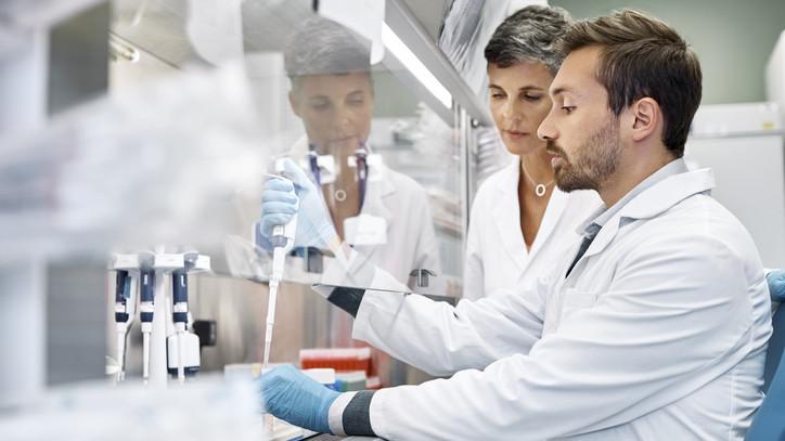 Hatalmas eredmény: baktériumokat új módon megölő antibiotikumot fedeztek fel