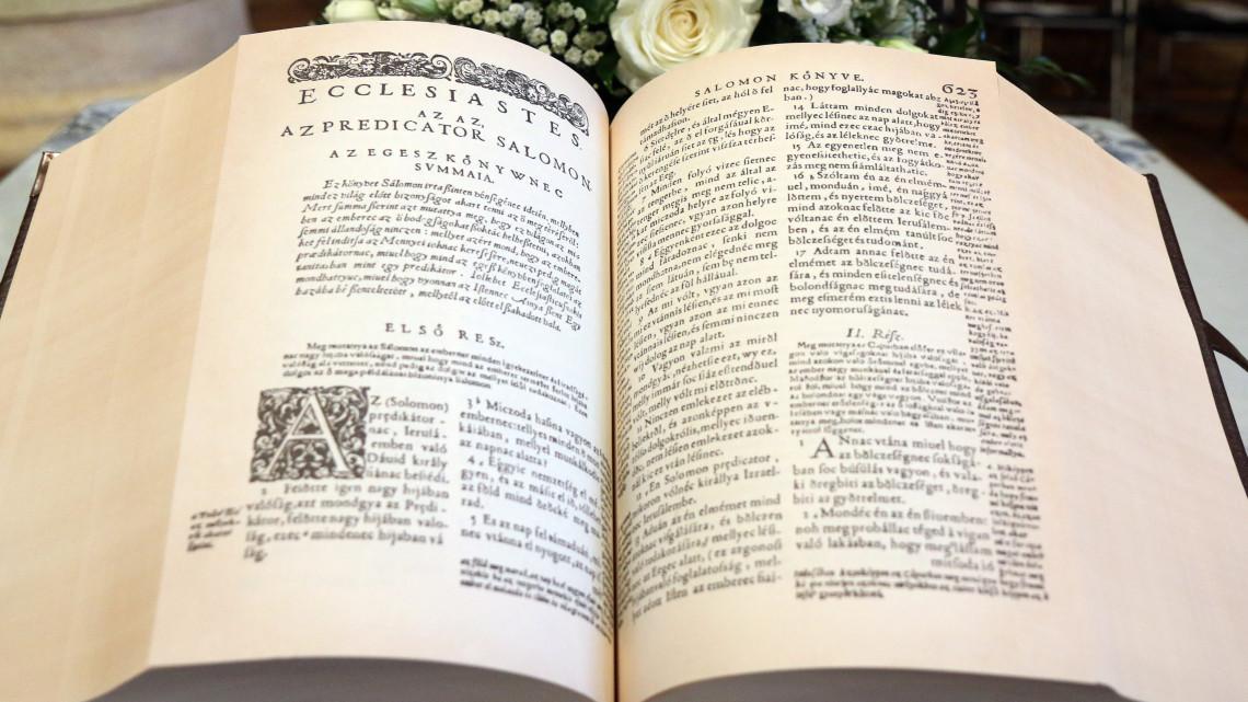 Hasonmás kiadás készült a vizsolyi bibliáról: erre költik a bevételt