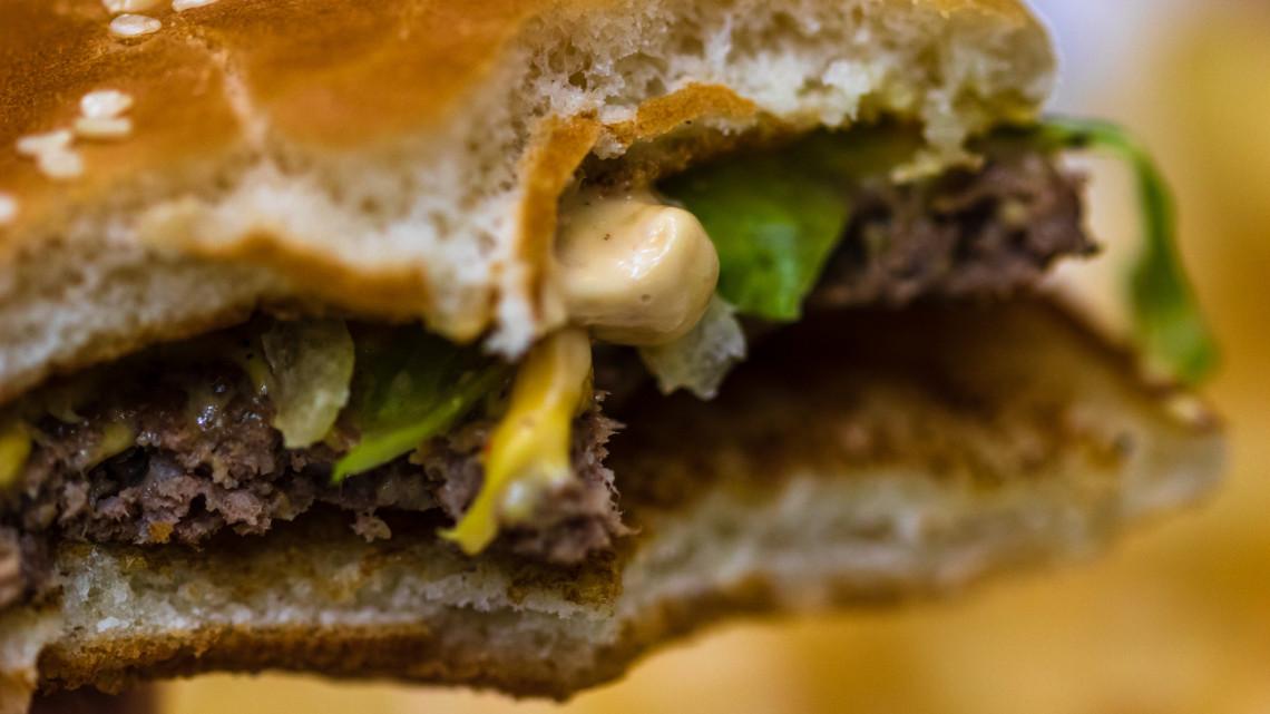 Tiszta vizet öntött a pohárba a Meki magyar beszállítója: ez kerül a burgerekbe