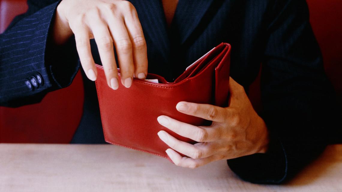 Több pénz került decemberben a zsebünkbe: nőttek a bruttó bérek